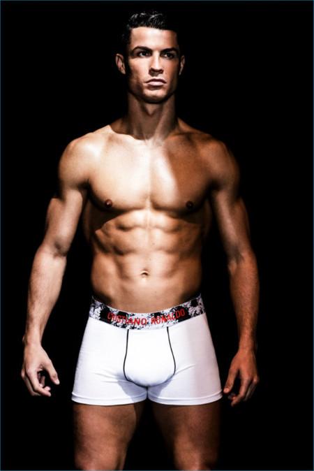 Cristiano Ronaldo de nuevo en calzoncillos para la campaña de su línea underwear CR7