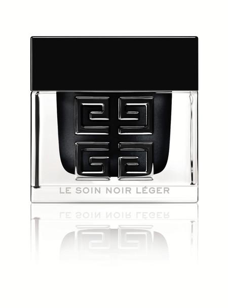 ¿Una crema de color negro? Si conoces el poder de las algas tendrás curiosidad por Le Soin Noir Léger