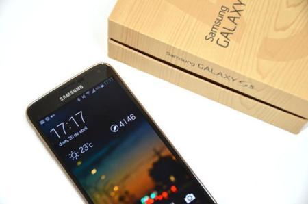 Galaxy S5 se está vendiendo un 40% menos de lo que Samsung esperaba, según WSJ