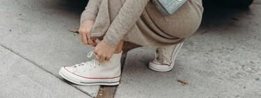 Zapatillas de lona blancas de Superga, Converse o Victoria que combinan prácticamente con todo y siempre serán tendencia