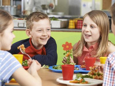"""""""Lunch shaming"""" o almuerzo de la vergüenza: cuando un alumno no puede pagar la comida en la escuela"""