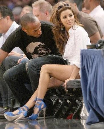 Thierry Henry echándole una visual a Eva Longoria