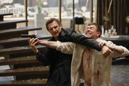 Sam Spruell y Liam Neeson en