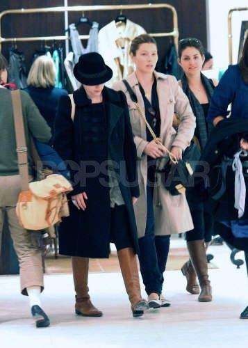 Scarlett Johansson y Jessica Biel en la Semana de la Moda de Paris