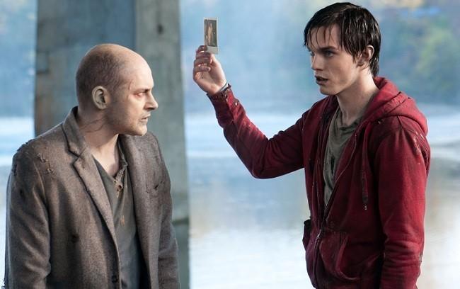 Imagen de Rob Corddry y Nicholas Hoult en 'Memorias de un zombie adolescente'