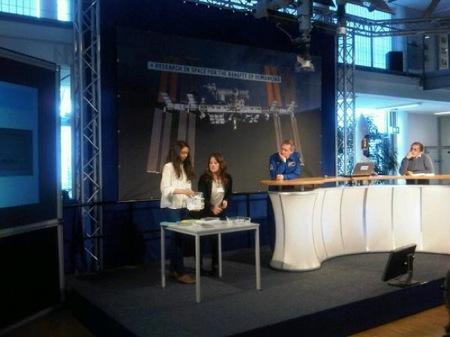 Laura y María realizaron su experimento en el EAC (European Astronauts Centre) como finalistas globales del Youtube #Spacelab