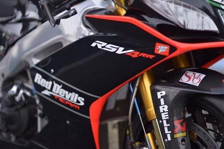 Jordi Torres con el Red Devils Aprilia de Superbikes