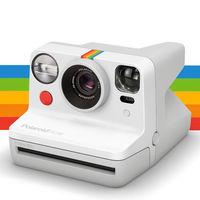 Polaroid Now: la nueva cámara instantánea con enfoque automático y todo el romanticismo retro de las fotos físicas