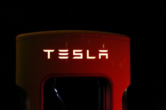 Las acciones de Tesla caen tras los insultos de Musk en Twitter a un rescatista de Tailandia