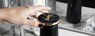 Yves Saint Laurent tiene el primer dispositivo para hacer barras de labios personalizadas en casa y ya se puede comprar en preventa
