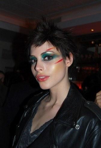 El estilo de Julian Stegner, Kemp Muhl y Lisa Montenegro en la fiesta de Maybelline NY