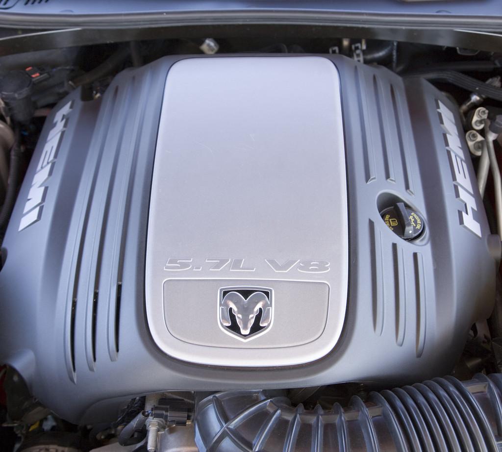 Foto de Dodge Challenger R/T (24/37)