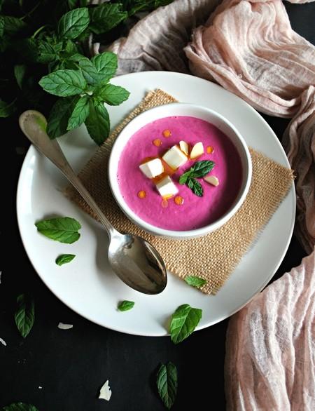Ajoblanco de remolacha, gazpacho de manzana y otras once sopas y cremas frías originales para refrescarse en verano