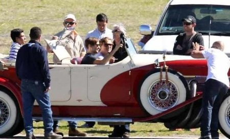 leonardo-dicaprio-and-toby-maguire-on-the-set-of-the-great-gatsby.jpg