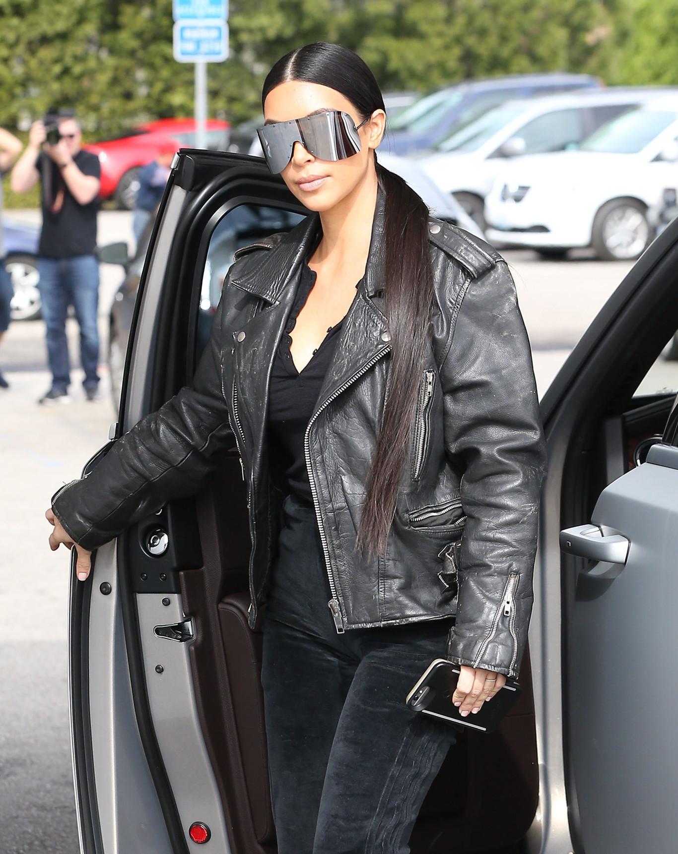 Kardashian Pasa Al En Su Metal Kim Motero Look Se Más Heavy rCoBQdxeW