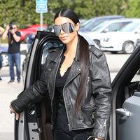 Kim Kardashian se pasa al heavy metal en su look más motero