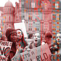 """""""Fuck the algorithm"""": miles de estudiantes británicos protestan por un sistema que ha reducido sus resultados académicos"""