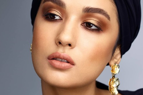 MAC hace un tutorial beauty para el Ramadán y las mujeres musulmanas no pueden aguantar las risas