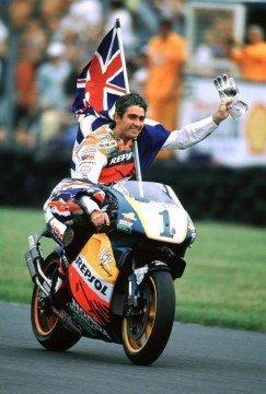 Mick Doohan podría haber vuelto a MotoGP, o eso nos quieren hacer creer