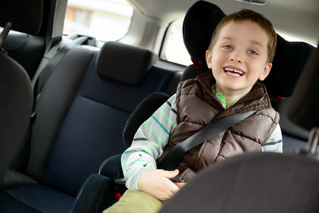 los niños no deben viajar con abrigo
