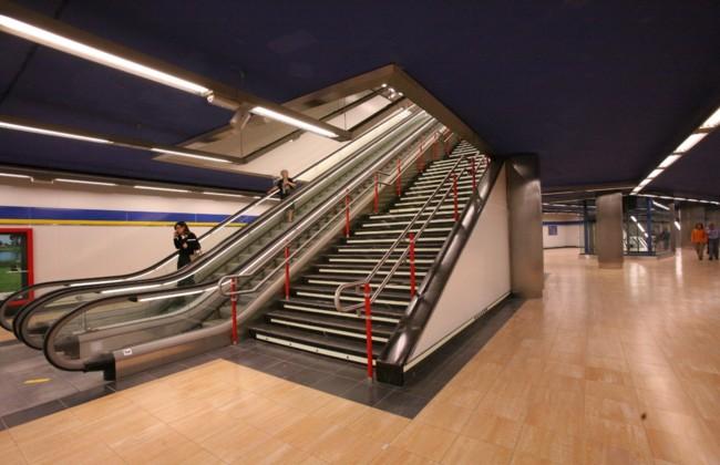 Prohibido subir a pie por las escaleras mec nicas de metro for Escaleras 4 metros