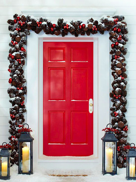 17 ideas para decorar la puerta de tu casa esta navidad for Decoraciones faciles navidad para casas
