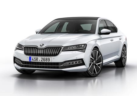 El Škoda Superb iV híbrido enchufable entra a producción, con el objetivo de vender 15.000 al año