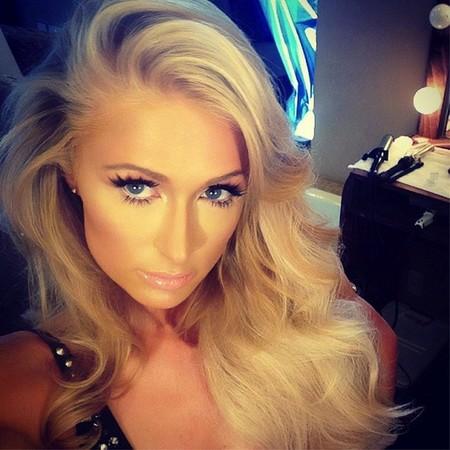 No, si Paris Hilton estoy convencido que sería una cantante estupenda de no ser por la voz...