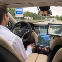 Los coches que conducen solos no son tan listos y necesitan mapas