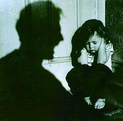 El maltrato infantil es el recurso que algunos padres tienen para desahogarse de su estrés laboral