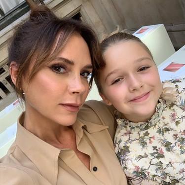 Victoria Beckham se suma al aplauso a los sanitarios y nos sorprende haciendo un FaceTime junto a su hija con enfermeras de Londres