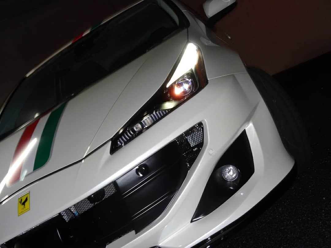 Foto de Toyota Prius convertido a Ferrari FF (32/33)