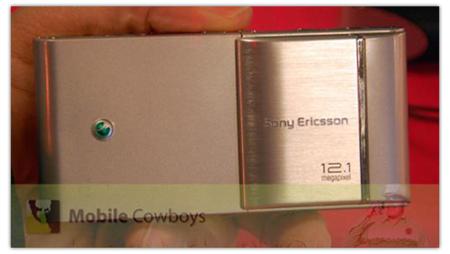 Sony Ericsson Idou plateado, posiblemente en Octubre