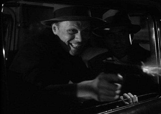Richard Widmark en una escena de El Beso de la Muerte