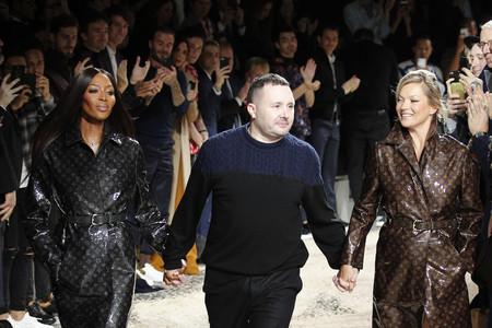 Naomi Campbell y Kate Moss cierran el desfile de Louis Vuitton con las gabardinas más bonitas de la historia