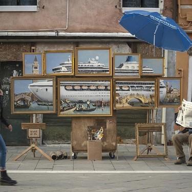 Banksy se ha llevado toda la atención en la Bienal de Venecia, sin estar invitado, con dos nuevos murales callejeros