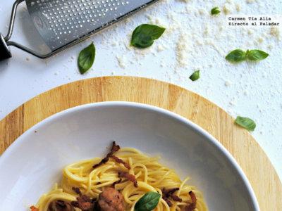 Espaguetis con albondiguillas de cerdo y beicon crujiente. Receta