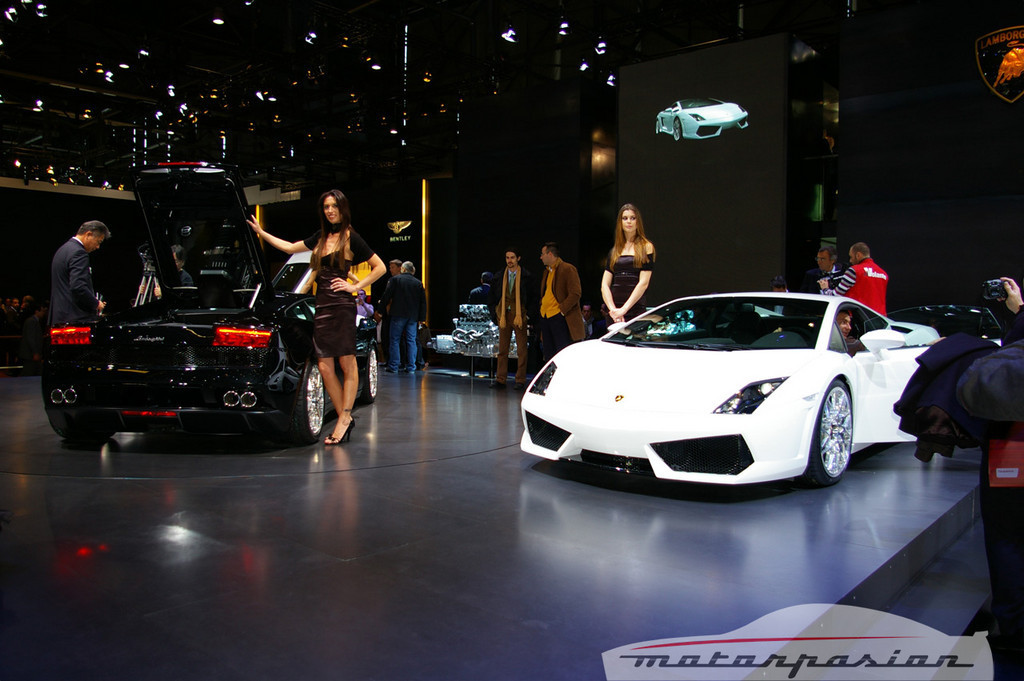 Foto de Lamborghini Gallardo LP560-4 en el salón de Ginebra, y muy bien acompañado (10/26)