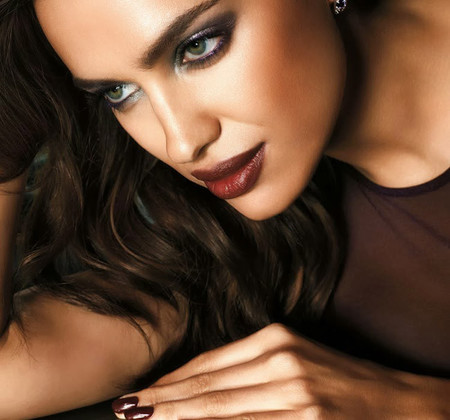 La lección de maquillaje de Irina Shayk para Avon