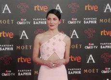 Bárbara Lennie muy guapa de rosa y de Jorge Acuña en la Premios Goya 2016