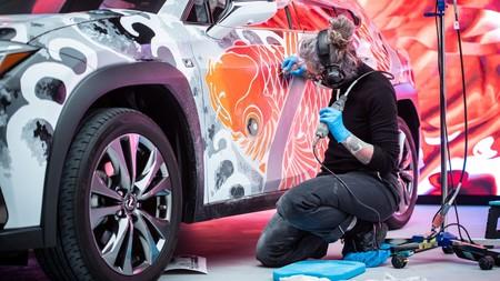 Esta artista ha creado el primer coche tatuado del mundo, un Lexus UX valorado en más de 130.000 euros
