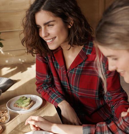 El icónico pijama de tartán promete convertirse en tu uniforme para esta Navidad