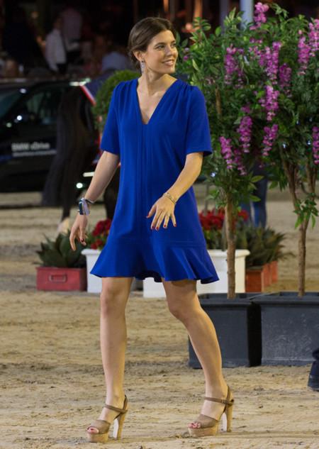 Carlota Casiragui con vestido azul