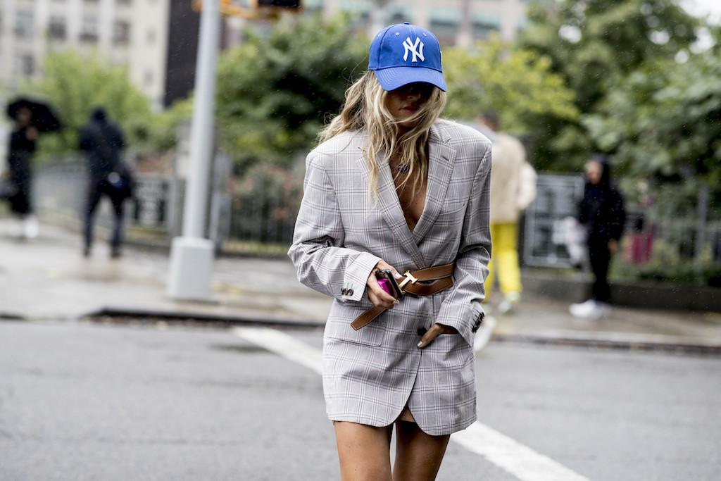 El blazer mejora si se combina con un cinturón (lo dicen las chicas de moda)