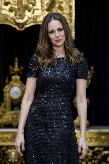Eva González de negro y Mar Saura de blanco, dos presentadores con estilos muy diferentes en Navidad