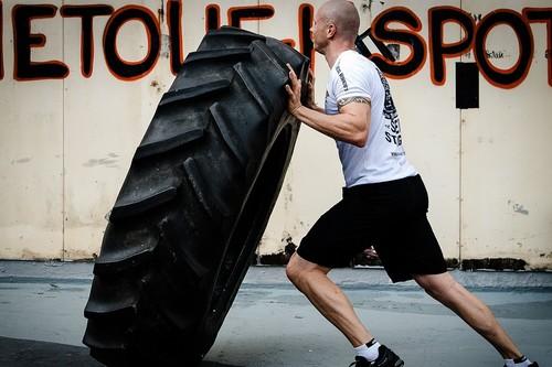21 movimientos para entrenar con un neumático