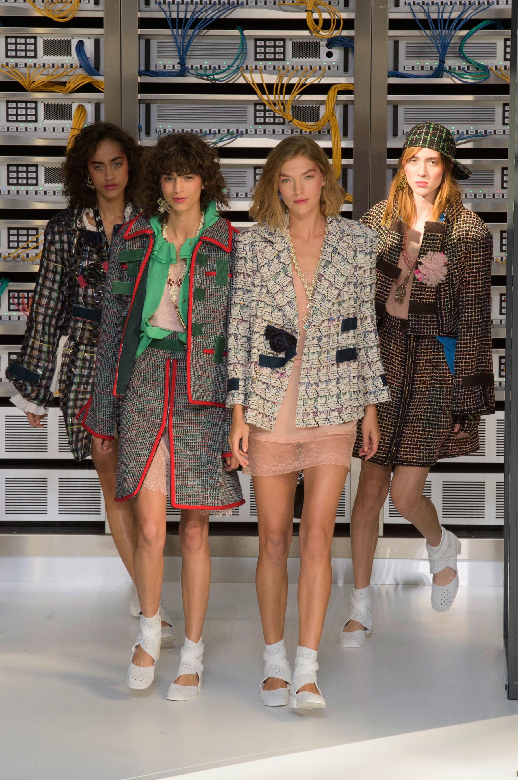 Foto de El regreso al futuro de Chanel en su colección Primavera-Verano 2017 (91/96)