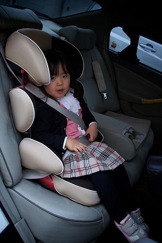 Los niños deben viajar en sus asientos de seguridad al menos hasta que midan 1,35 centímetros.