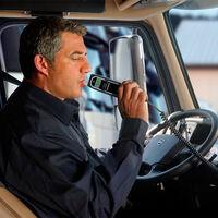 La DGT quiere que llevemos un nuevo dispositivo más en los vehículos: obligatorio en 2022, pero no para todos los conductores