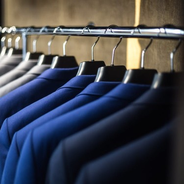 En Reino Unido los hombres gastan más en ropa y accesorios que las mujeres... pero en línea